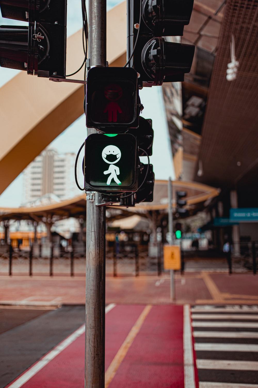 black and green traffic light