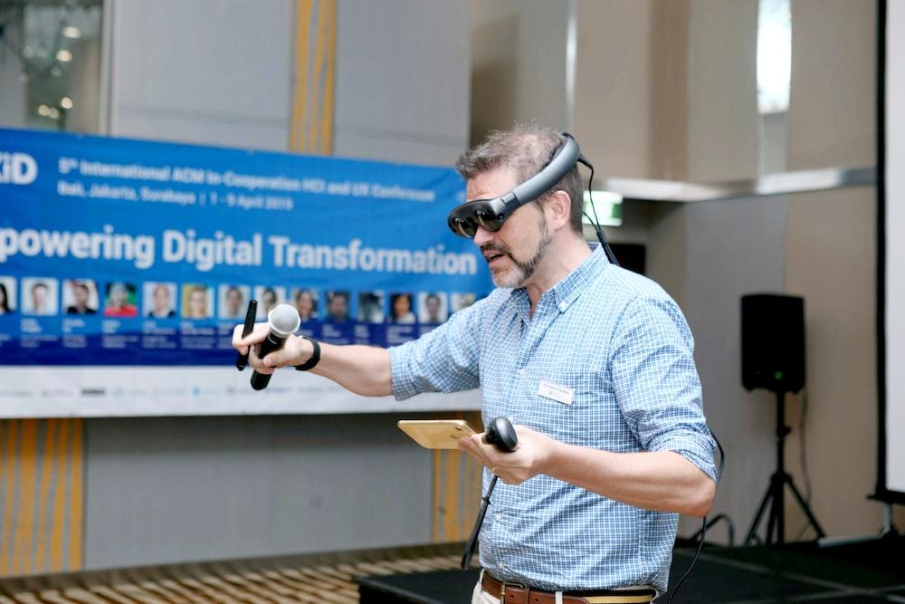Az Adaptive Experience összekapcsolódása a fizikai és virtuális térben