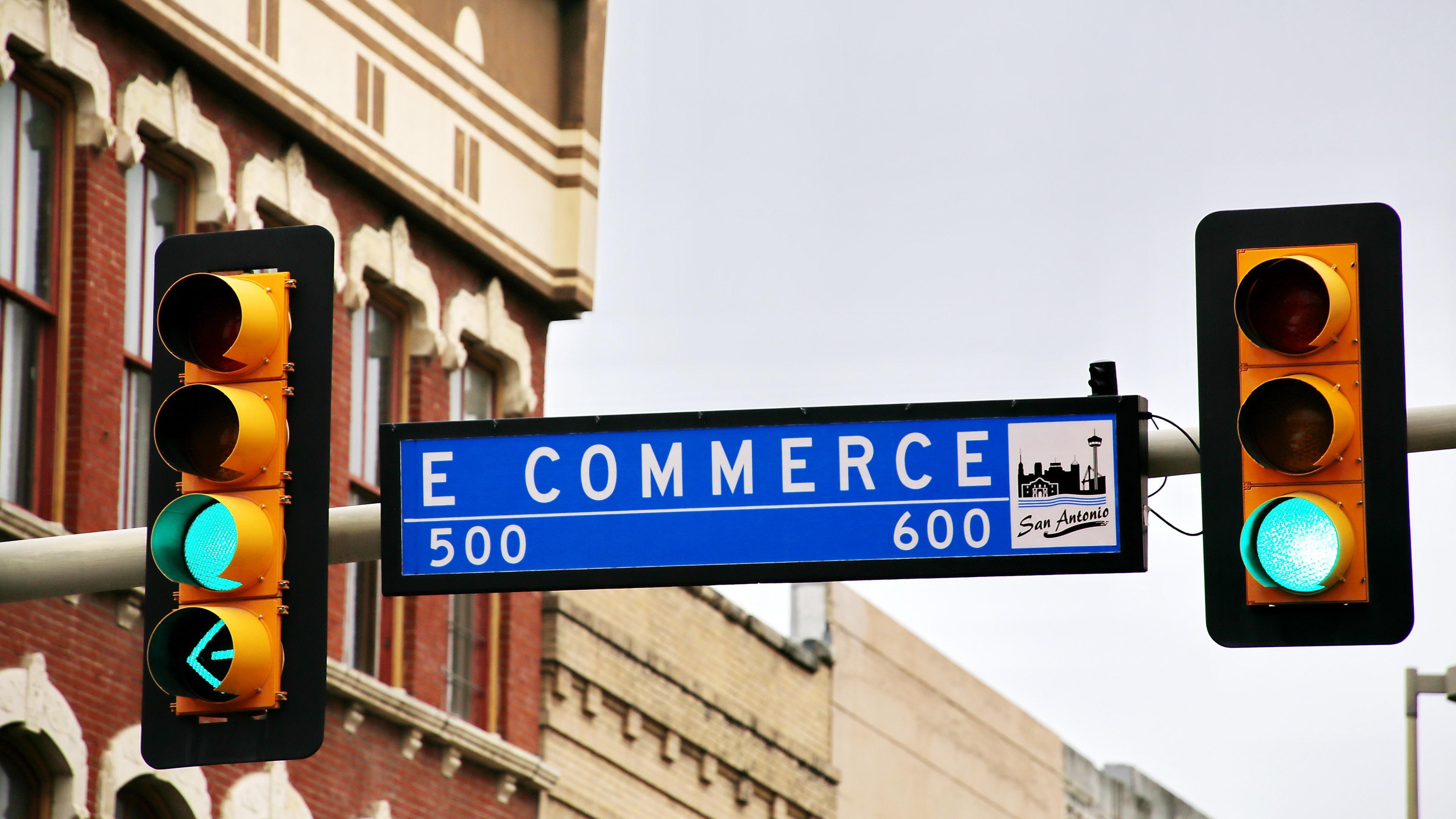 Top 7 Reasons Your Business Needs an e-commerce Platform