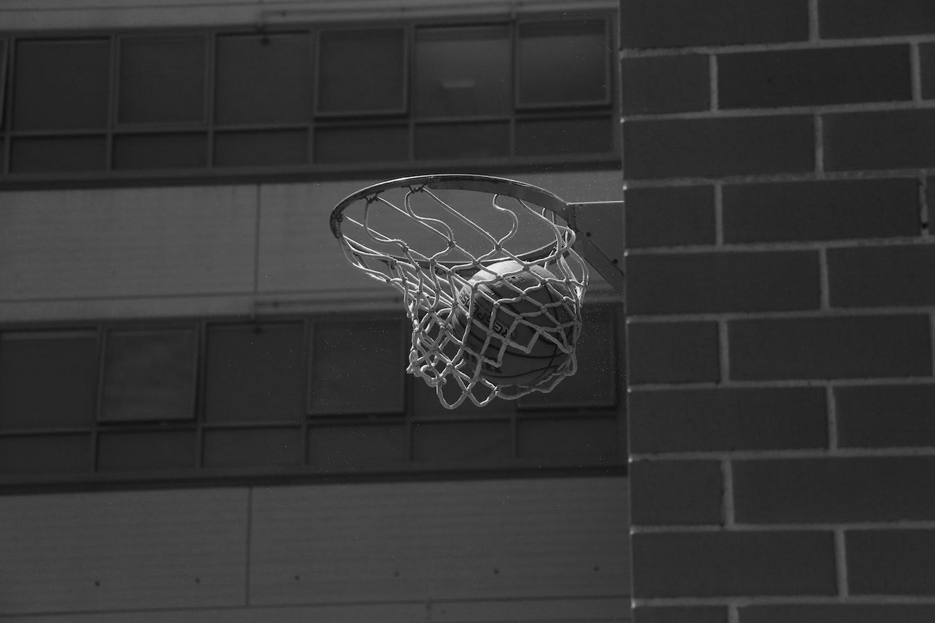 BECKY HAMMON, LA PRIMERA MUJER EN DIRIGIR UN EQUIPO DE LA NBA