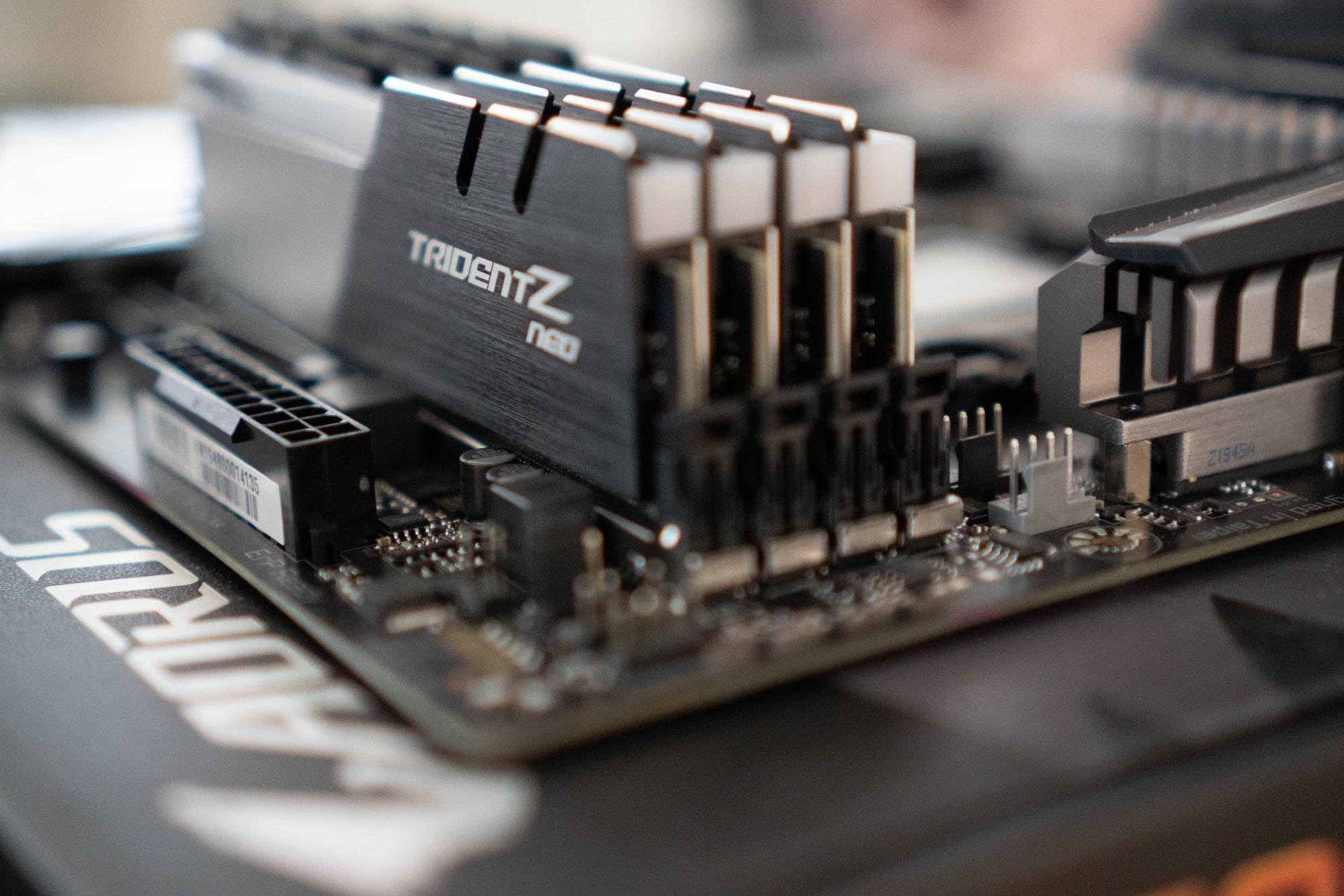 Von 512 GB DDR5-Server RAM und 100TB Festplatten