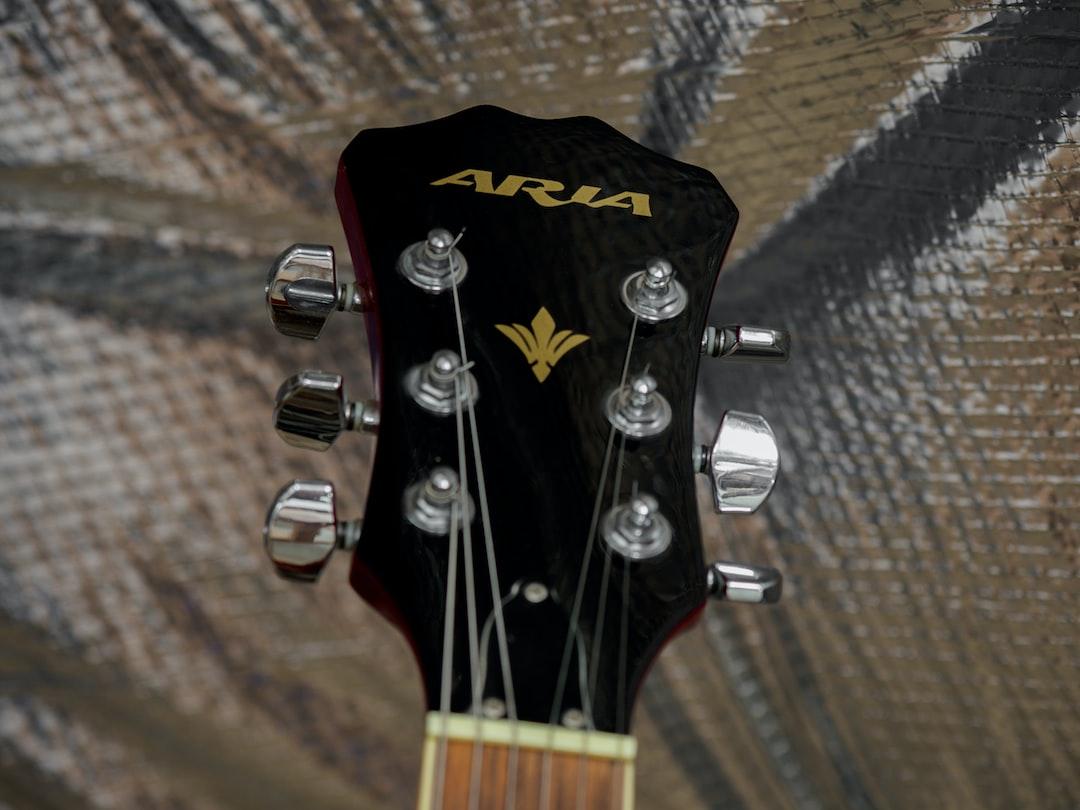 close up, bokeh, macro, blur, blurred background, close focus, guitar, aria, tuning,