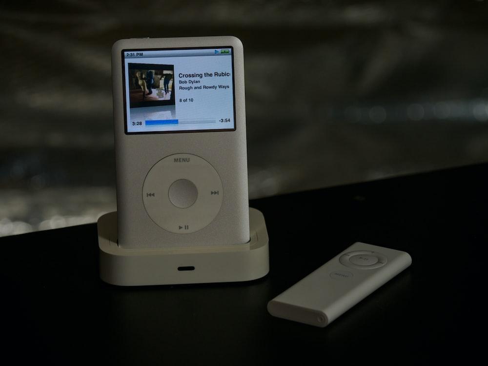 white ipod nano 4 th generation