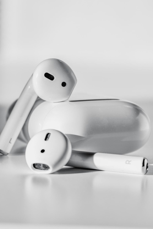 apple earpods on apple earpods