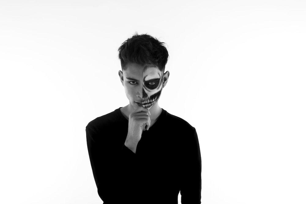 man in black long sleeve shirt wearing mask