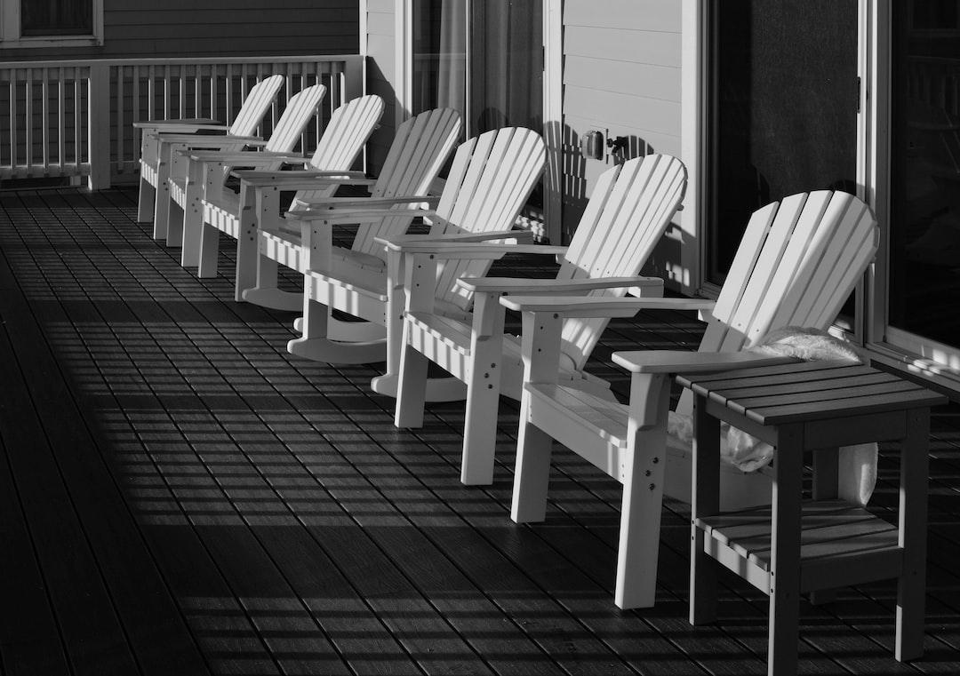 Love the contrast..white chairs on dark floor.  srinivas.somanchi@gmail.com