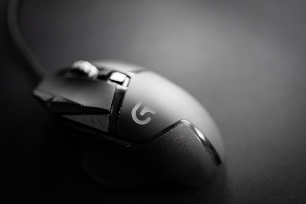 black and gray dell cordless mouse
