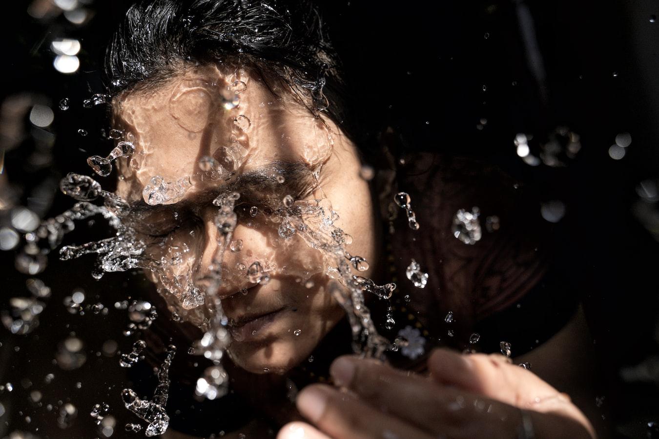 日本皮膚科醫師教「抗老」!7 招抗皺紋從洗澡開始   Heho健康