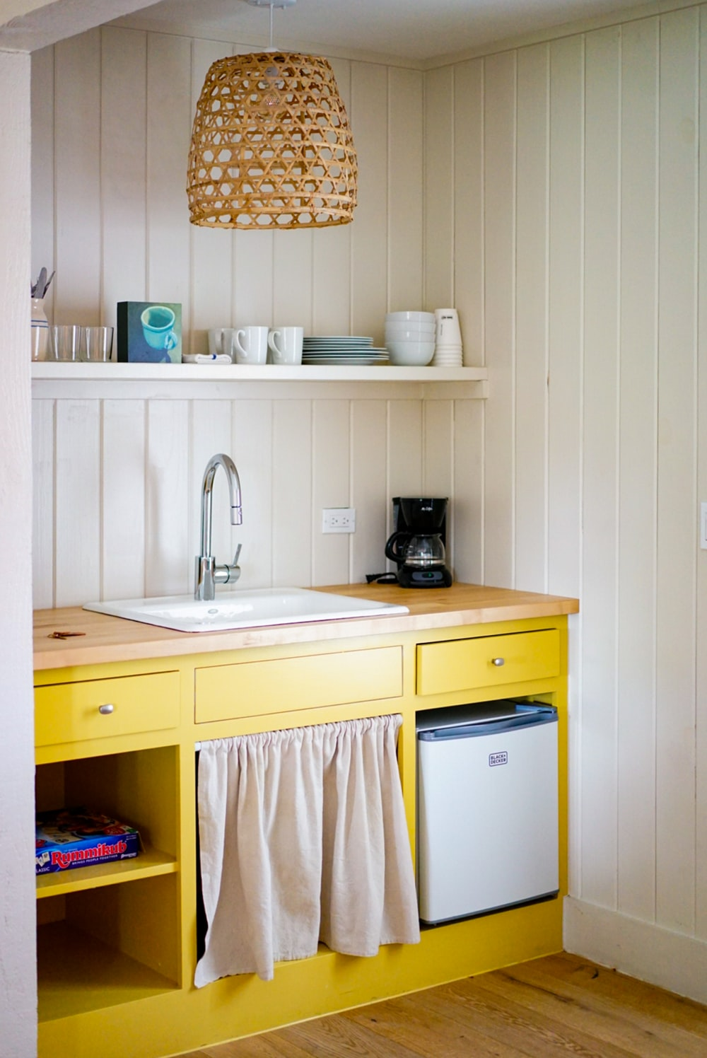 Yellow Kitchen Pictures Download Free Images On Unsplash