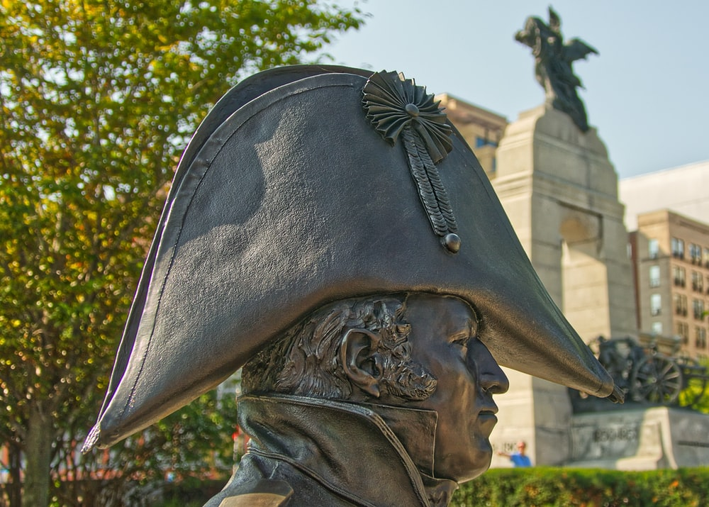 man with black hat statue