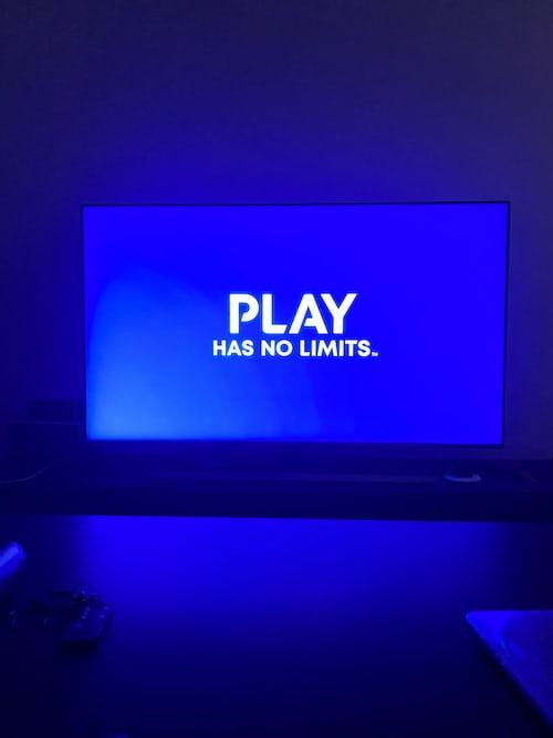 Hraní her na tv