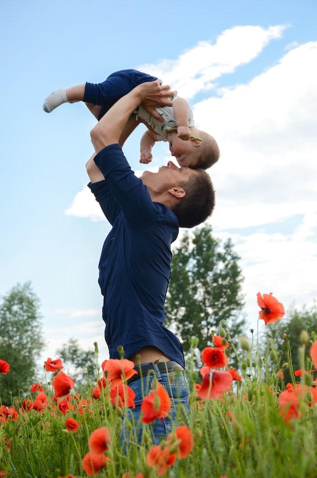 北欧のお父さんと赤ちゃん