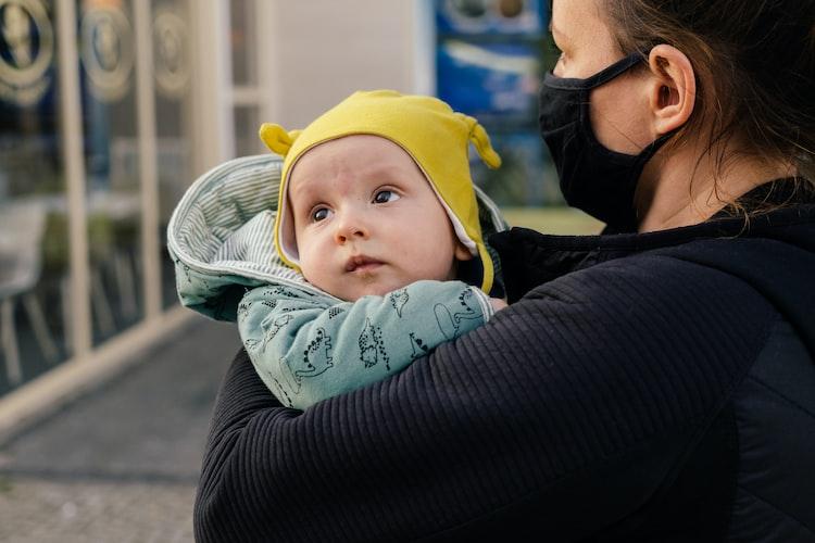 Safe baby carrier