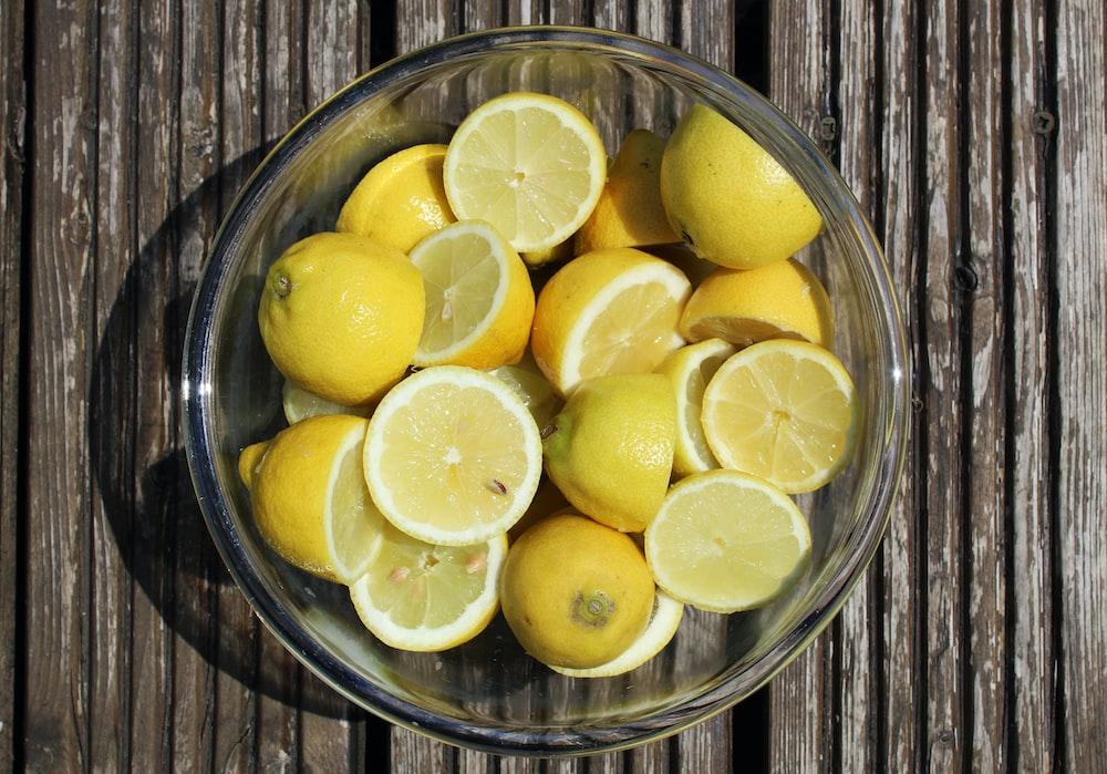 sliced lemon in clear glass bowl