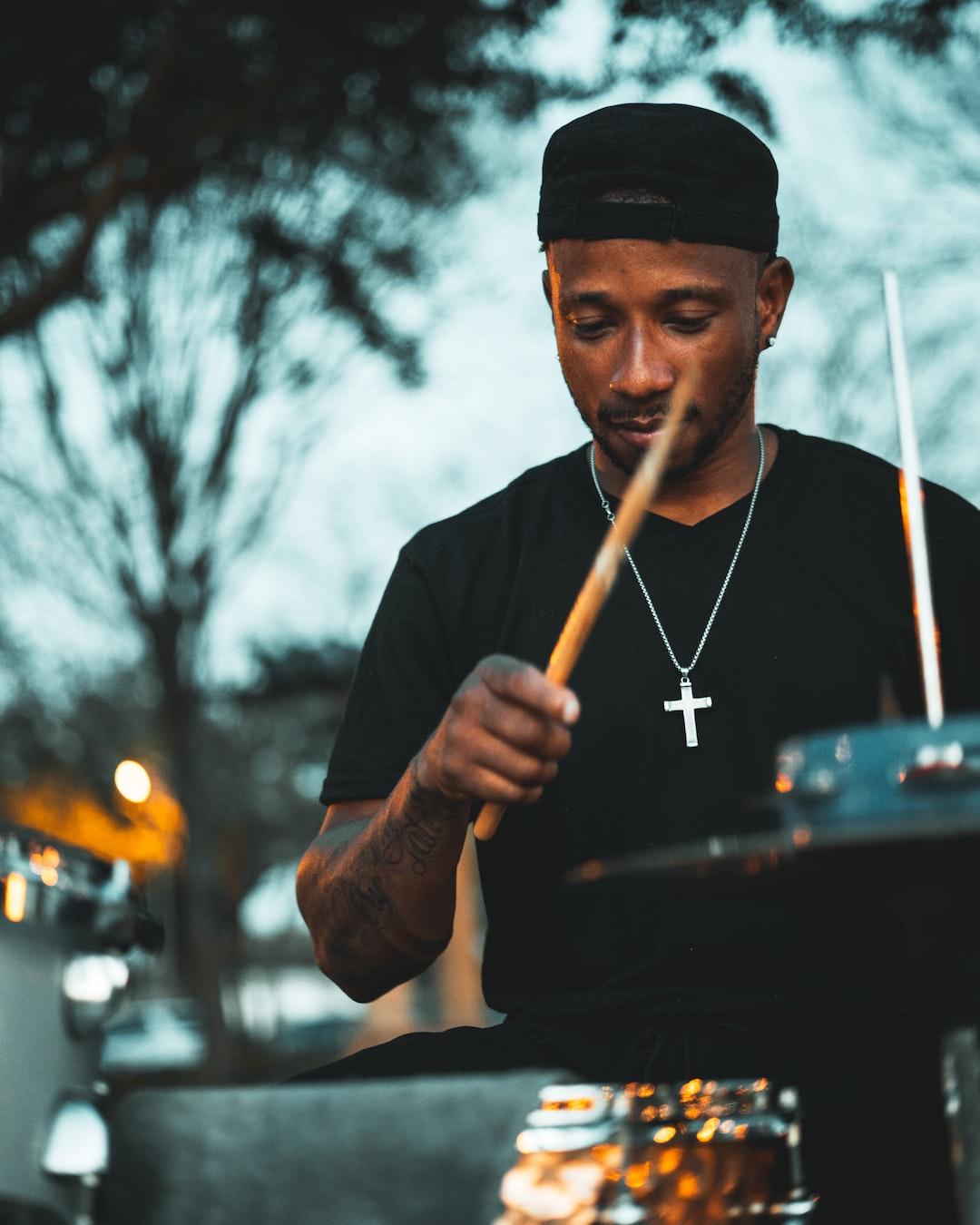 Street Drummer 1