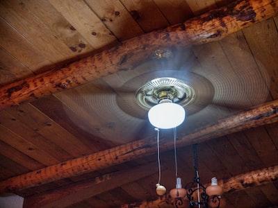 ceiling fan with bulb light