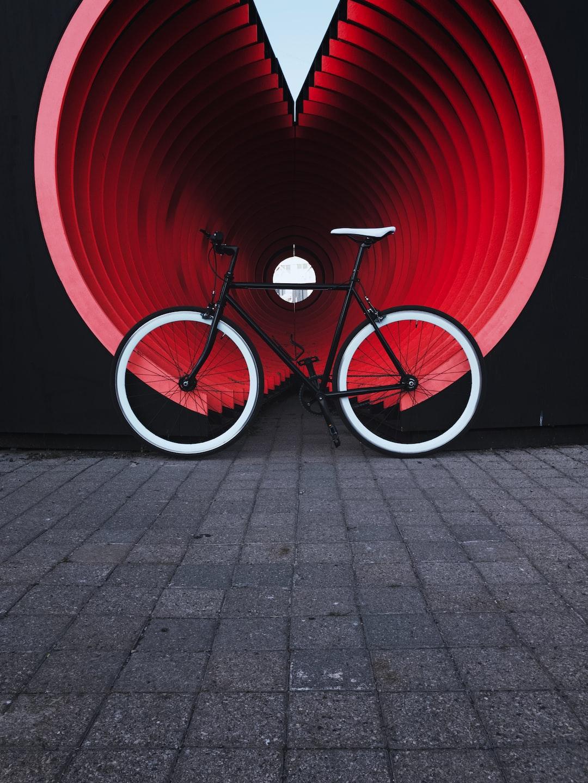 Vintage and minimal bicycle by @beekay on Unsplash