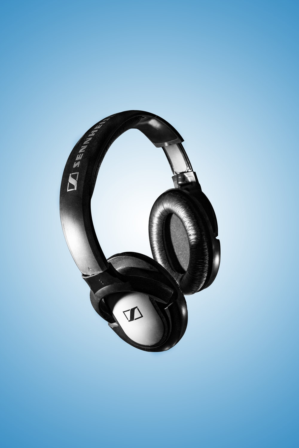 black and gray beats by dr dre wireless headphones
