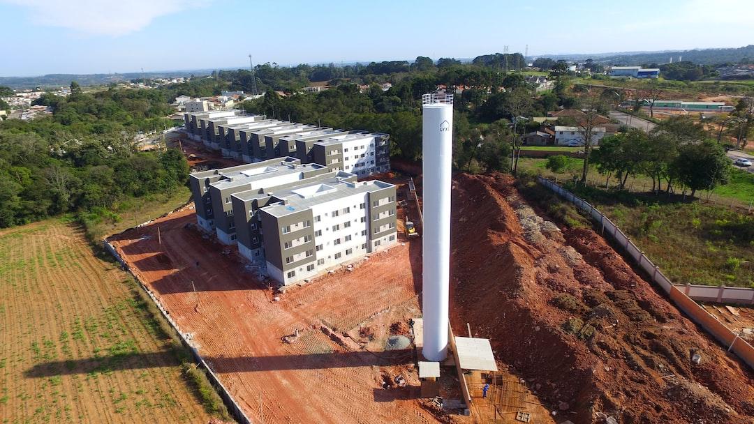 Construção do condomínio clube Atlanda da constutora Lyx Engenharia financiado pelo programa Minha Casa Minha Vida. A obra ocorre em Araucária, cidade da região metropolitana de Curitiba, Paraná, e possui apartamentos em blocos de alvenaria estrutural. Vista área feita com drone em junho de 2020.