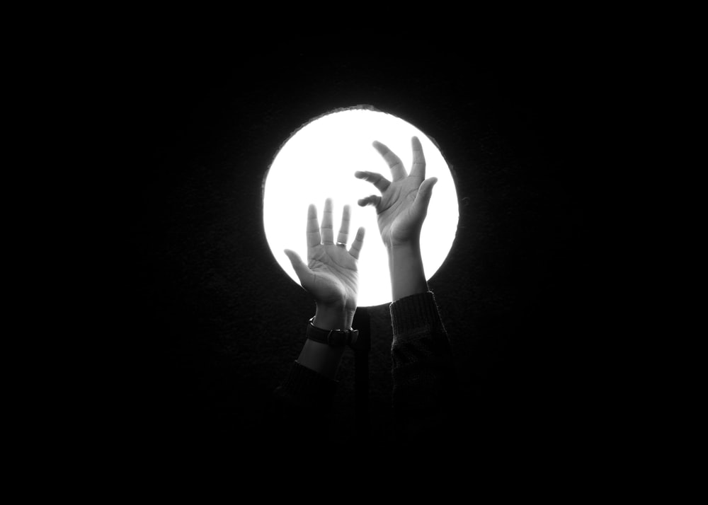 person holding white round light