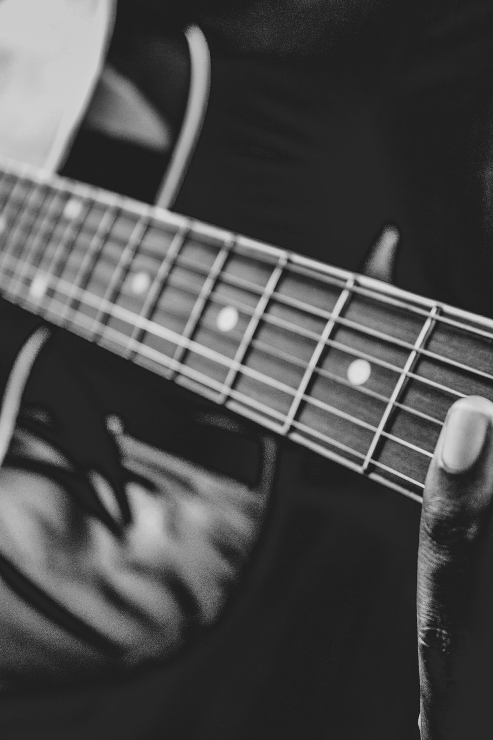 Black And White Guitar Pictures Download Free Images On Unsplash