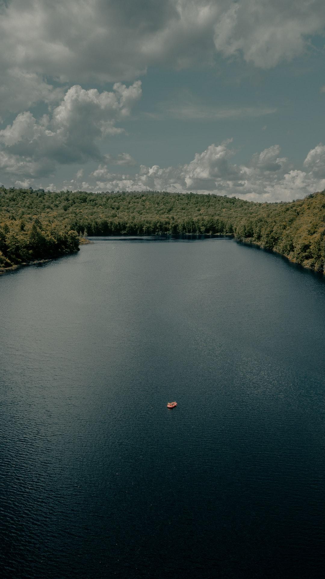 Lazy lake day (IG: @clay.banks)