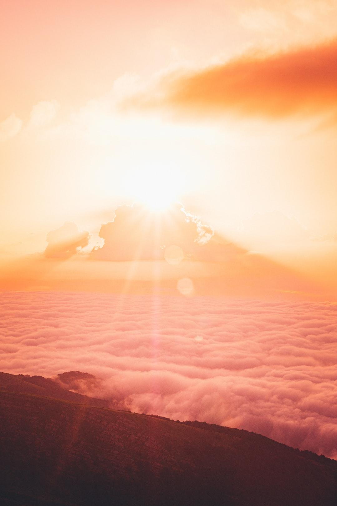 Sunrise and clouds, Cima della Laghetta, Italy  👋 Small donation -> huge appreciation paypal.me/DanieleFranchi 🙏🙏🙏