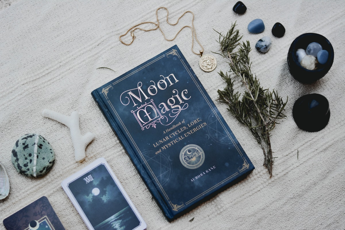 moon-magic-powerful-energy-of-samhain-and-blue-moons-and-full-moon-rituals