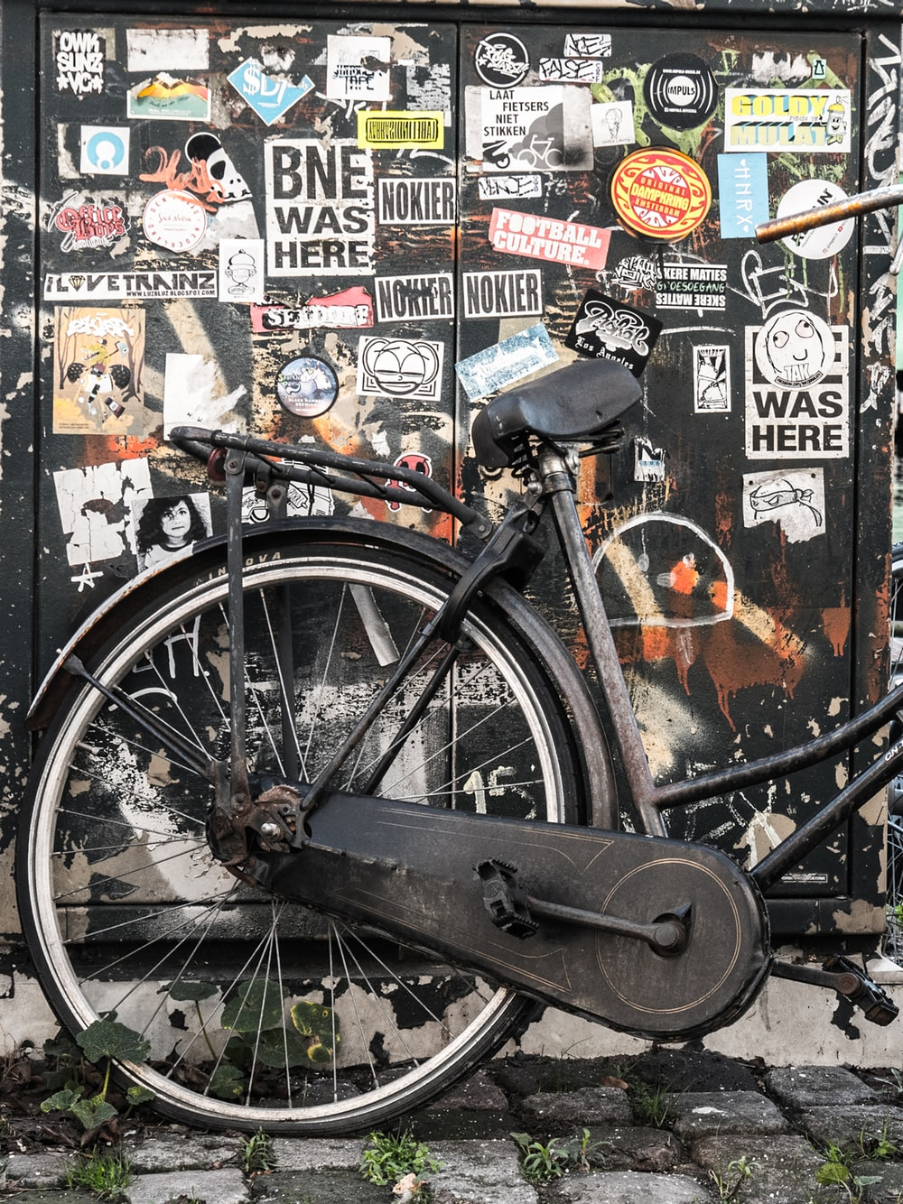 black commuter bike near wall