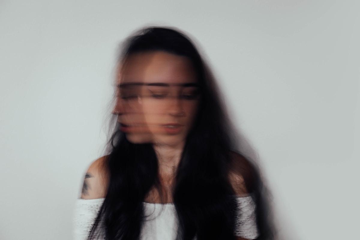 mania, movimientos, misokinesia, misofonia