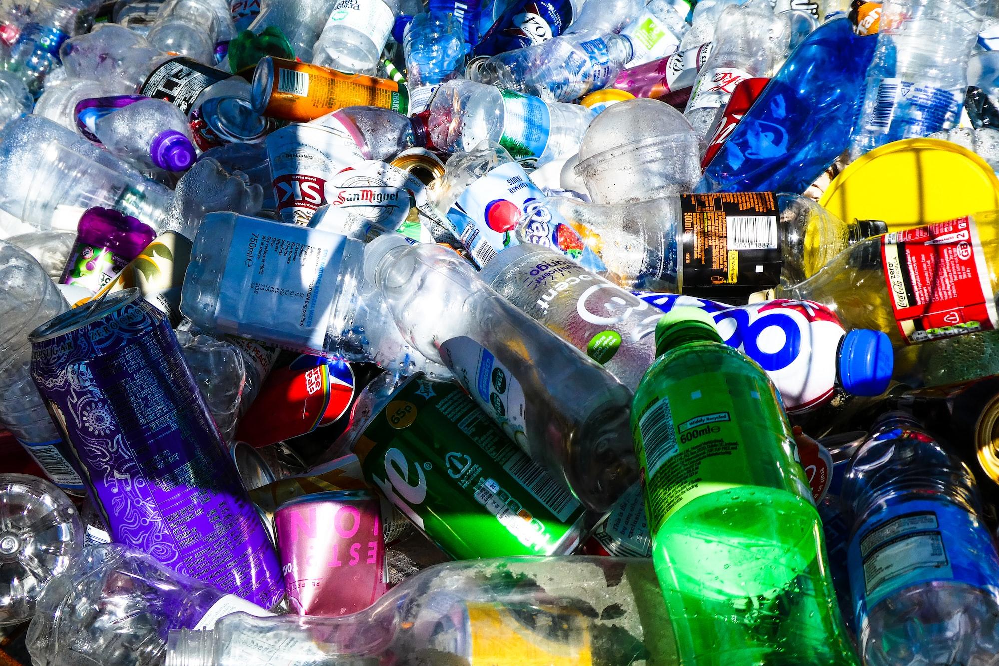 Io pago in bottiglie di plastica