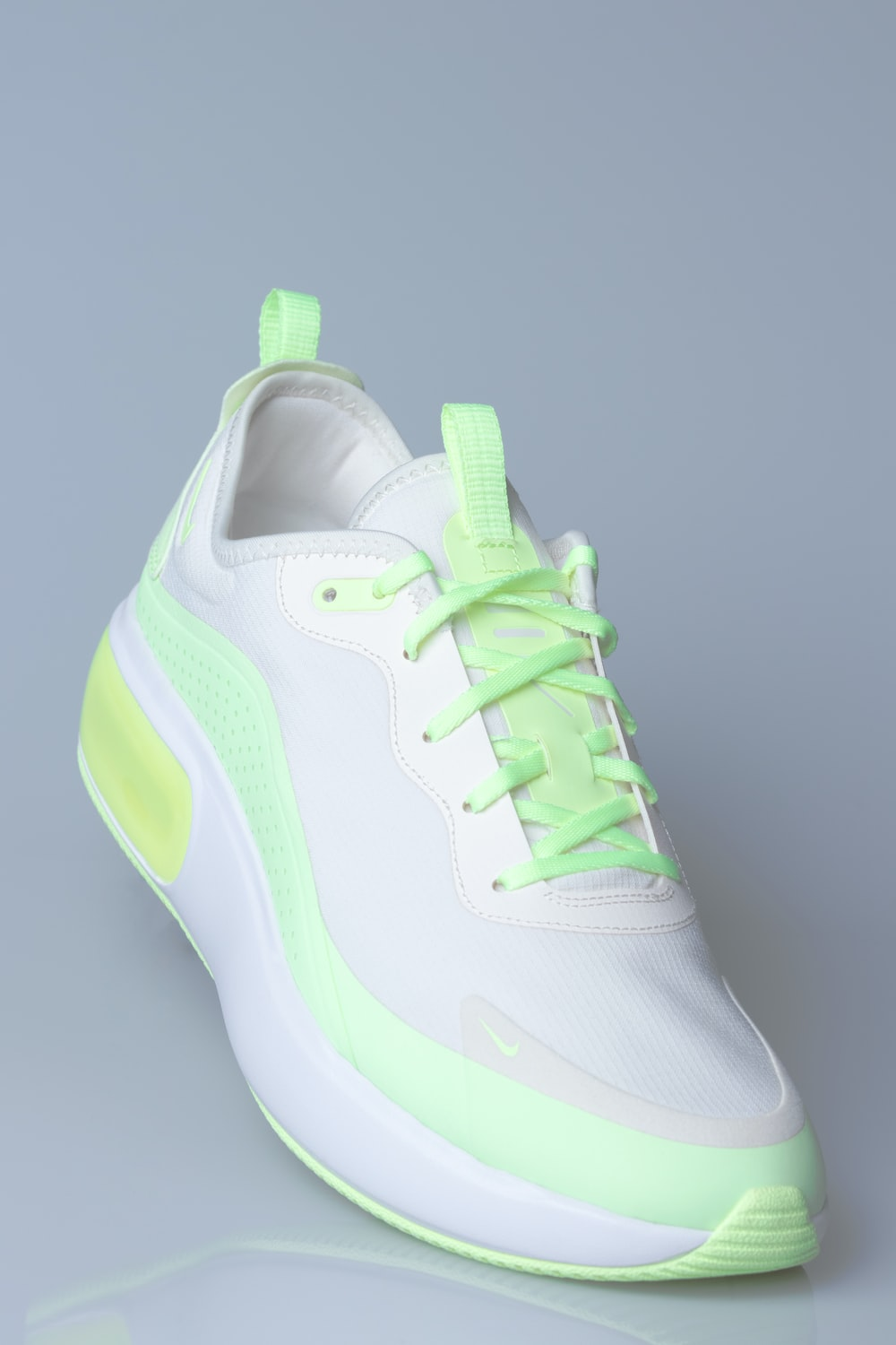 white and green nike air max
