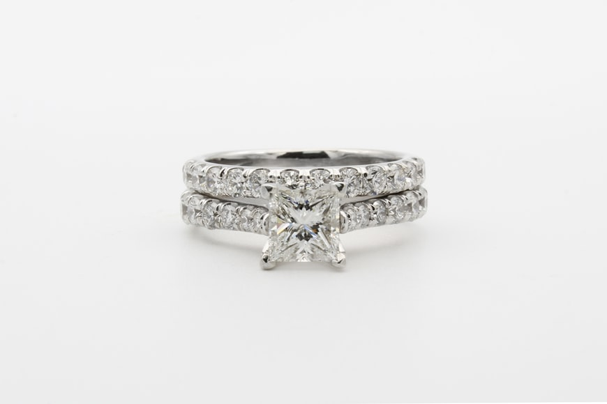 Selling-Diamond-Ring
