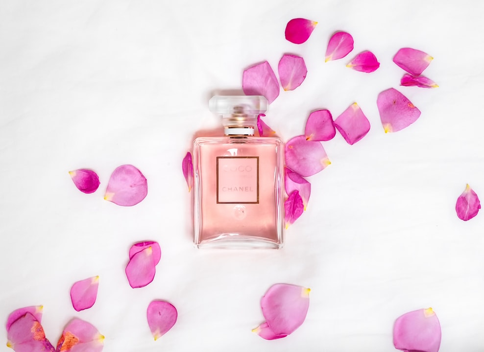 Souvenirs to bring back from your honeymoon - perfume