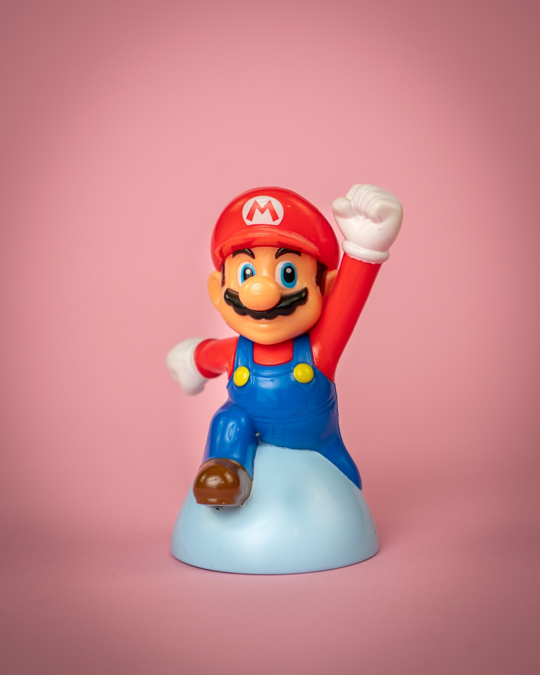 A Super Mario statue, given out by Nintendo on the Gamescom. You can see him in his classic jumping pose,.