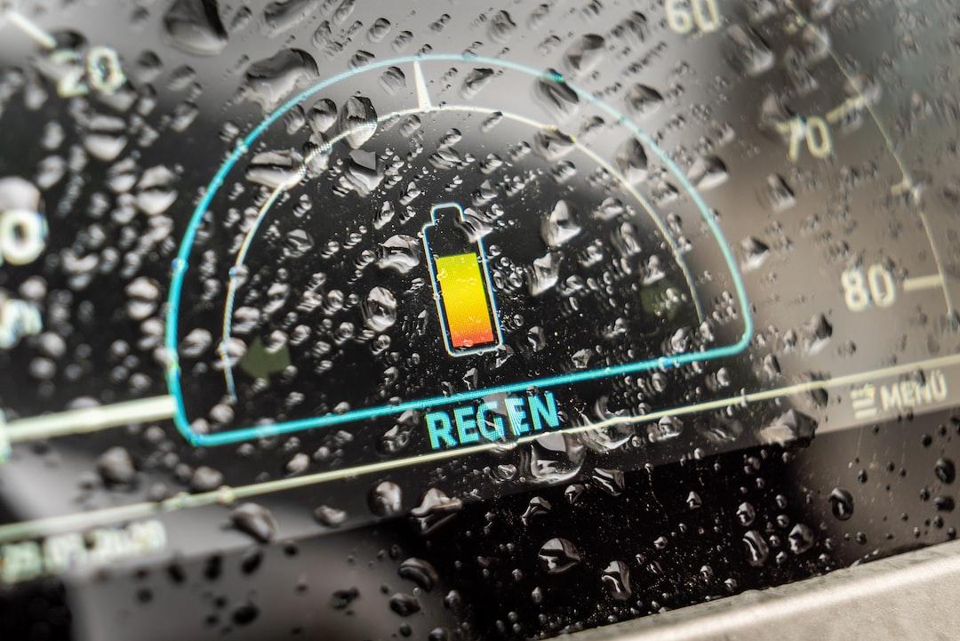 "The digital 7"" display of the Kumpan 54 Iconic electric Motorbike with custom driving modes - Rain, Performance and Eco."