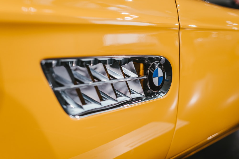 yellow and silver car plate