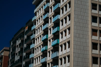 Taranto white and blue concrete building
