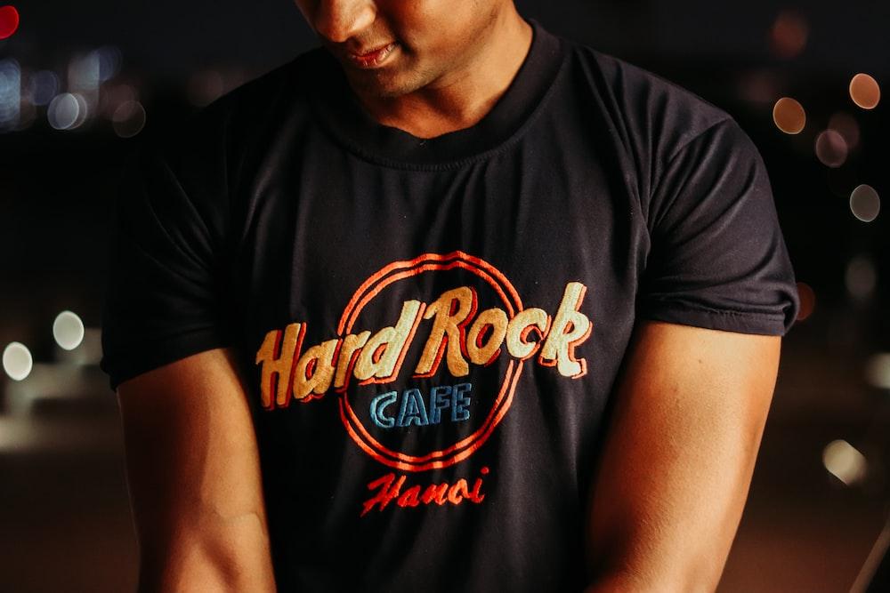 man in black and orange crew neck t-shirt
