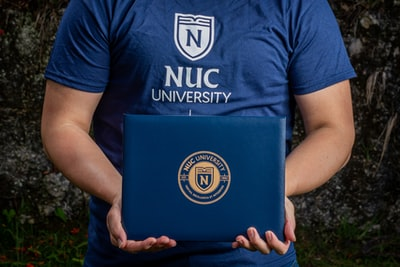 man in blue and white crew neck t-shirt diploma teams background