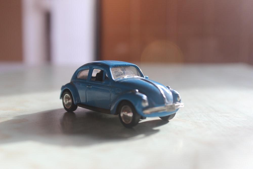 blue volkswagen beetle scale model