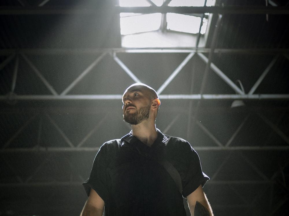 man in black crew neck t-shirt standing
