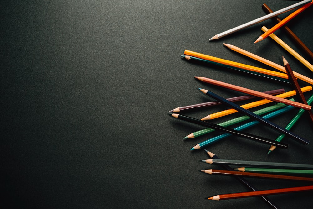 blue red and yellow color pencils
