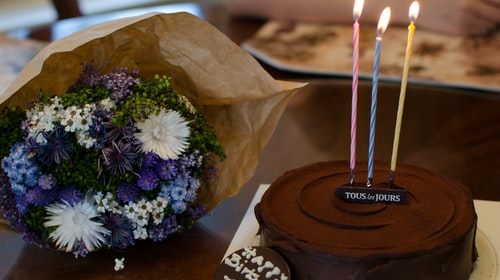 How Cake and Flower are Perfect Combinational Gifts for your Loved One?
