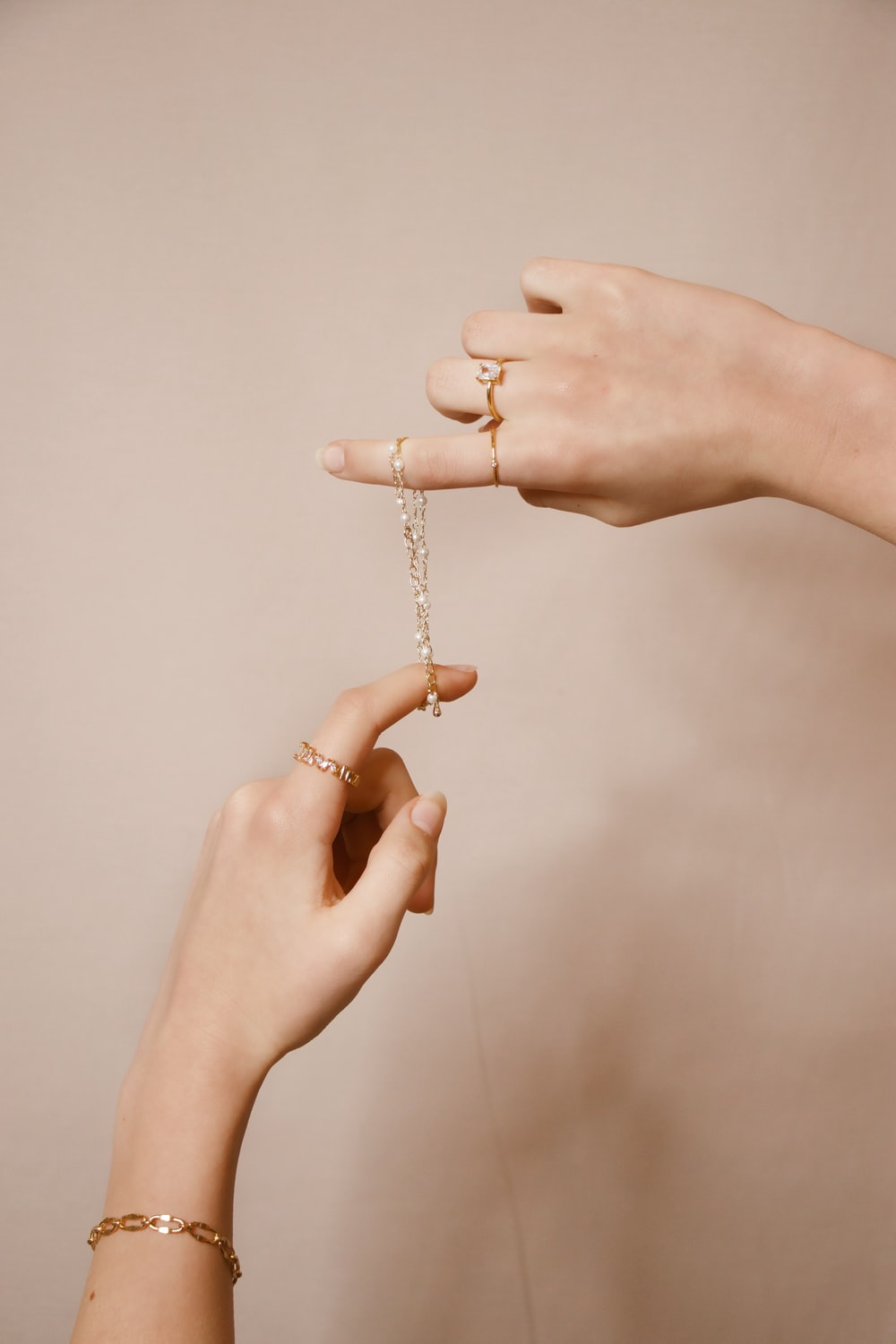 person holding silver chain necklace