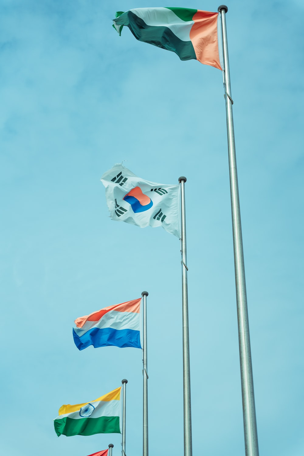 flag of us a on pole during daytime
