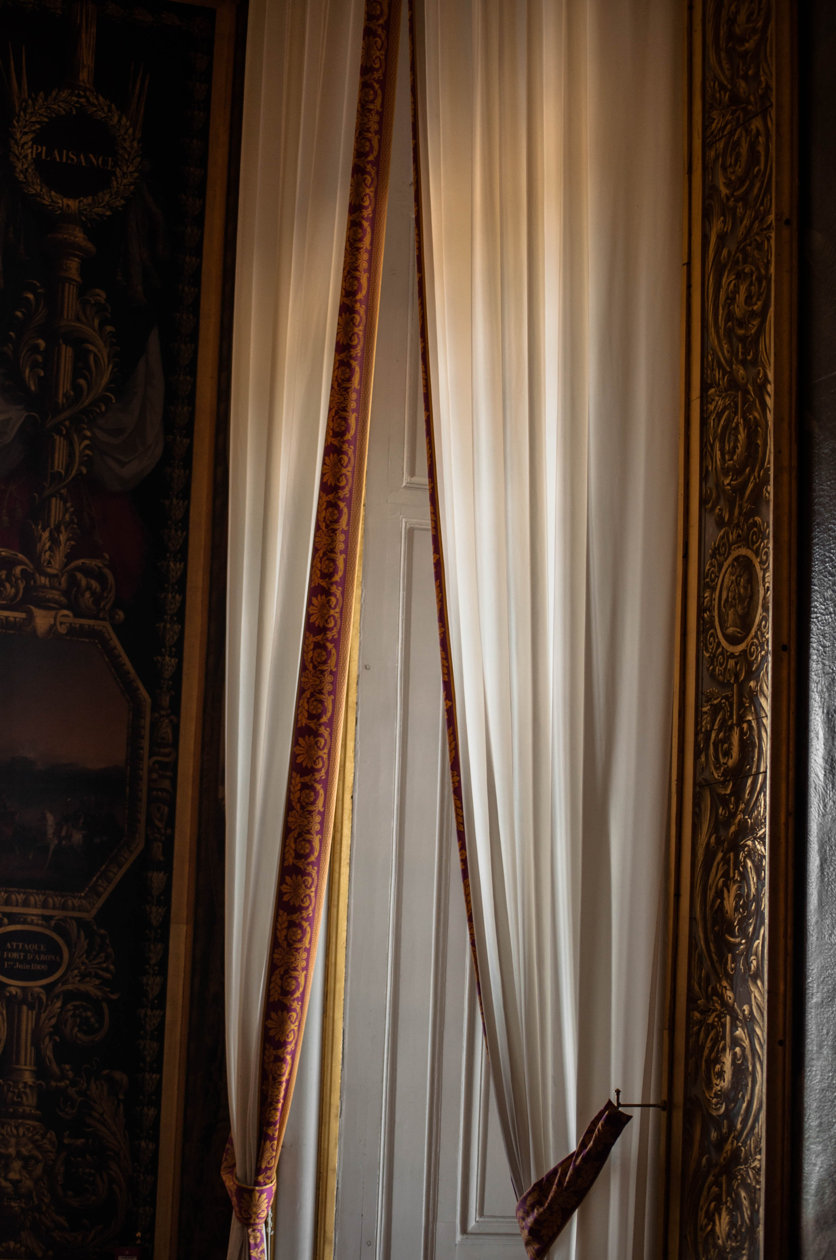 White And Gold Floral Window Curtain Photo Free Chateau De Versailles Image On Unsplash