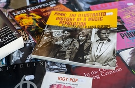 Johnny Rotten loses lawsuit against Sex Pistols