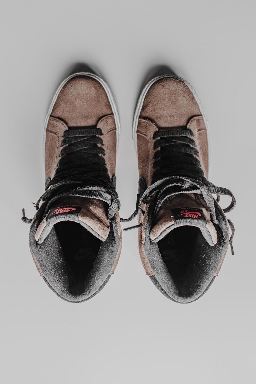 black and white vans low top sneakers
