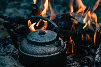 black kettle on fire during daytime